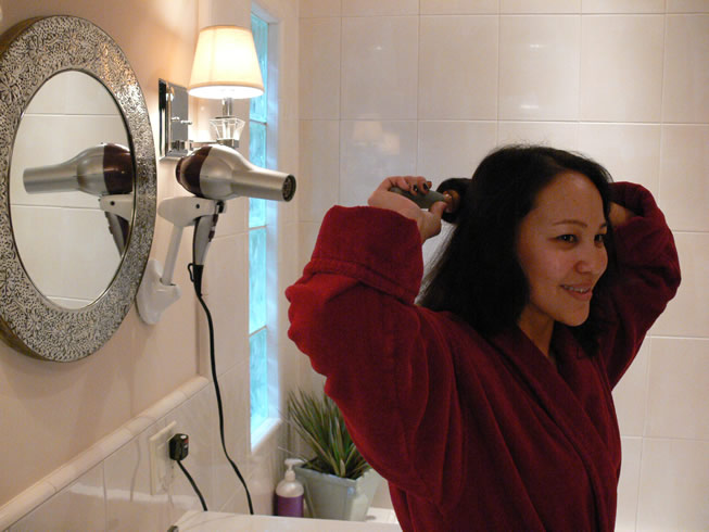 wall-mount-blow-dryer-holder